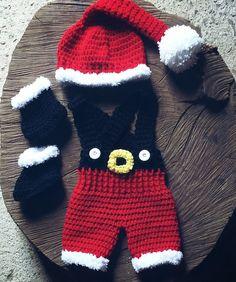 Conjunto confeccionando em crochê em fio antialérgico próprio para bebê <br>Cor vermelho-preto e branco <br>Tamanhos RN-1 a 3- 3 a 6 meses