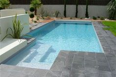 Building a pool in your backyard can be a thrilling experience. It's every homeowner's dream to be able to have a sprawling pool of their o. Swiming Pool, Small Swimming Pools, Small Pools, Swimming Pools Backyard, Swimming Pool Designs, Pool Landscaping, Backyard Pool Designs, Small Backyard Pools, Piscina Rectangular