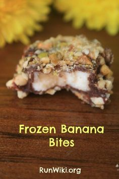 These frozen banana bites are the perfect healthy snack or dessert under 100 calories and so easy to make | from @runwiki