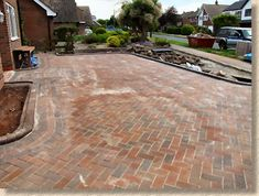 Step-by-step diagrams and photographs illustrating how block paving should be laid Clay Pavers, Concrete Pavers, Concrete Blocks, Laying Block Paving, Block Paving Driveway, Site Layout Plan, Brick Laying, Construction Drawings, Brick Flooring