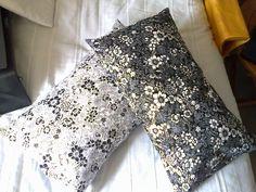Coussins déhoussables, système taie d'oreiller. Pas de tuto. Cotons japonais Liberty Me with Fabric