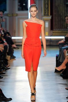 Roland Mouret Spring 2013 Ready-to-Wear Runway - Roland Mouret Ready-to-Wear Collection - ELLE