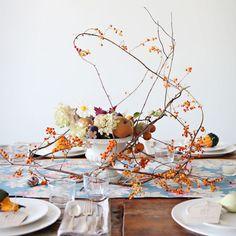 Őszi asztaldekoráció ágakkal levelekkel Fall Decor, Table Settings, Table Decorations, Pumpkins, Instagram, Home Decor, Decoration Home, Room Decor, Autumn Decorations