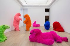 Incontri ravvicinati. #Bears at Galerie Perrotin by Paola Pivi