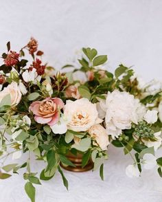 Who said Fall florals had to be warm tones? We heart this arrangement from our #fineartcuration member @sarah_winward and think it's perfect for any Autumnal bride... Gorgeous photo by @anniemcelwain, styled by @greenribbonparties #weddingsparrow #weddingflowers