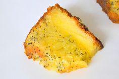 Palavras que enchem a barriga: Bolo húmido de limão com sementes de papoila para ... Baked Potato, Pineapple, Potatoes, Cooking Recipes, Sweets, Baking, Fruit, Ethnic Recipes, Food