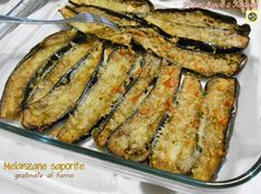 Melanzane saporite gratinate al forno Vegetarian Cooking, Vegetarian Recipes, Cooking Recipes, Healthy Recipes, Food Therapy, Eggplant Recipes, Vegan Dishes, Vegetable Recipes, Italian Recipes