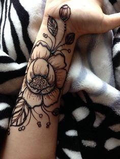 @naazi_henna #mehndidesigns #henna #mehndi #hennatattoo #tattoodesign #rosemehndi #rosemehndidesign #mehndirose#bridalmehendi Mehndi Designs, Tattoo Designs, Bridal Makeup Tips, Henna Mehndi, Henna Patterns, Bridal Style, Wedding Hairstyles, Roses, Henna Ideas