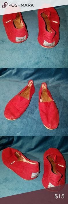 Red Canvas Toms These toms are in great used condition.  They fit comfortably and have no stains on them.  They have minor wear on the soles. They were recently washed and sanitized. Toms Shoes Flats & Loafers