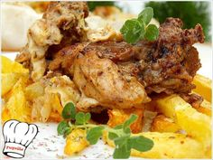 Χοιρινη σπαλα χωρις κοκκαλο με τα ιδανικα λαχανικα και μυρωδικα τυλιγμενα στη λαδοκολλα και σιγοψημενα στο φουρνο σκετο λουκουμακι. Το αρωμα και η γευση του θα απογειωσει τον καθε ουρανισκο!!! <b>Απολαυστε το!!!</b> Dinner Recipes, Dessert Recipes, Desserts, Cooking Recipes, Healthy Recipes, Mediterranean Recipes, Greek Recipes, Tandoori Chicken, Food To Make