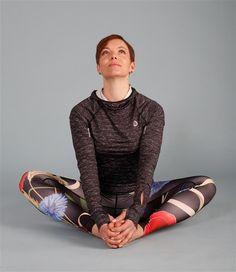 Srdečně vás zveme na naše 10ti minutovku jogy , které uvolní vaše bolavá bedra, ženám pomůže zmírnit bolesti v zádech při menstruaci. Cvičení zvládne i začátečník. při cvičení se řidˇte subjektivními pocity pohody a příjemného protažení. Rozhodně necvičte přes nepříjemnou bolest, pravidelně dýchejte a užijte si to! Yoga Leggings, Pilates, Health Fitness, Sporty, Exercise, Workout, Victoria, Outfits, Shoes