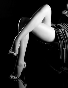 Sexy legs, pop of red heels Great Legs, Nice Legs, Beautiful Legs, Beautiful Women, Beautiful People, Beautiful Pictures, Women Legs, Sexy Women, Pies Sexy