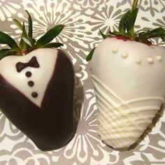 Sweet and Saucy Shop's Chocolate Dipped Tuxedo & Wedding Dress Strawberries : wedding baker chocolate covered strawberries diy favors Img Tuxedo Strawberries, Wedding Strawberries, Chocolate Dipped Strawberries, Oreos, Cake Pops, Strawberry Dip, Strawberry Wedding, Fruit Wedding, Wedding Desserts
