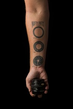 Pick from the most preferred simple photography tattoos - aperture tattoos, camera tattoos, vintage camera tattoo or lens tattoo. These are all photography inspired tattoos which are a must have if you are a die hard photography fan. Photographer Tattoo, Tattoo Photography, Photography Camera, Aperture Photography, Girl Photography, Vintage Photography, Bild Tattoos, Love Tattoos, Beautiful Tattoos