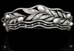 Pérola e tiara de diamantes por Dittekarina