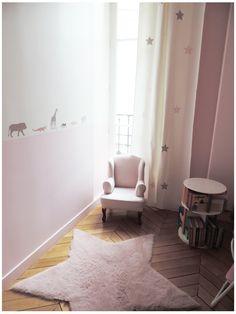 chambre petite fille, tapis étoile, chambre rose, pink room, fauteuil petite fille