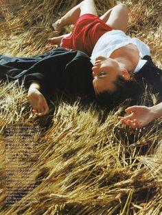 Shalom Harlow photographed by Carter Smith for Vogue UK October 1997 Photography Lessons, Fashion Photography, Carter Smith, Shalom Harlow, Pictorial Maps, Jacqueline Kennedy Onassis, 90s Models, Vogue Uk, Vogue Magazine
