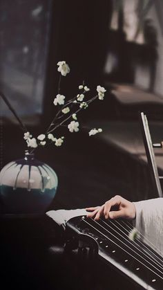 "Lan Wangji (Wang Yibo) playing Wangji (his guqin) in ""The Untamed"" Chinese Wallpaper, Chinese Landscape, Girly Pictures, Cute Wallpapers, Phone Wallpapers, Chinese Art, Asian Art, Landscape Paintings, Scenery"