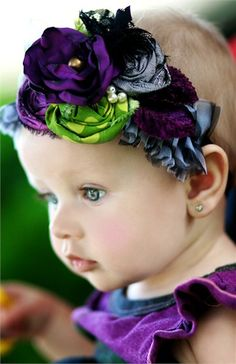 I'm so learning how to make these!!! Itzy would look Fab in one!  Frolic in Finery Headband