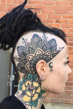 Here are some amazing Head Tattoos for Females and also get information about head tattoos that have to know. Get inspiration for your next head tattoo. Girl Side Tattoos, Head Tattoos, Arrow Tattoos, Body Art Tattoos, Ankle Tattoos, Tattoo Art, Tattos, Body Tattoo Design, Arrow Tattoo Design