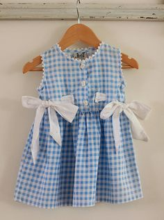 CUTE rick rack collar and sleeves Sewing Kids Clothes, Diy Clothes, Baby Girl Fashion, Kids Fashion, Little Girl Dresses, Girls Dresses, Robe Diy, Blue Gingham, Gingham Dress