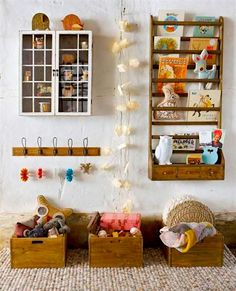 CADA BRINQUEDO NO SEU CAIXOTE   para que a bagunça não tome todo o espaço do playroom, aposte em caixotes e prateleiras para armazenar os brinquedos. #TecnisaDecor #Playroom #Kids #DiadasCrianças #Inspire-se #Tecnisa Foto: HomeMyDesign