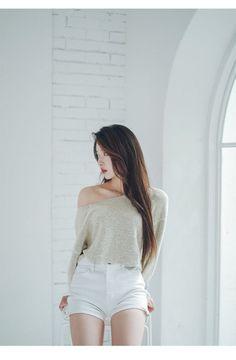 41 Women Korean Fashion Trending This Summer - Luxe Fashion New Trends - Fashion Ideas Korean Fashion Trends, Asian Fashion, Look Fashion, Girl Fashion, Fashion Outfits, Womens Fashion, Trendy Fashion, Fashion Ideas, Mode Ulzzang