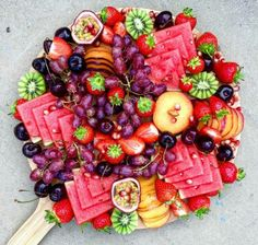 New fruit platter display wedding catering Ideas Aperitivos Vegan, Party Platters, Party Trays, Party Fruit Platter, Cheese Fruit Platters, Sushi Platter, Cheese Plates, Fruit Plate, Fruit Displays