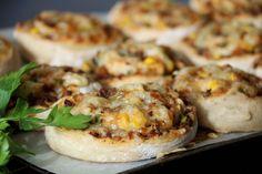God torsdag! Helga er rett rundt hjørnet og eg velger å dele en typisk helgeoppskrift idag – nemlig grove tacosnurrer! Pizzasnurrer med smak av taco, som er passer like godt til middag kvardag som helg, matpakken eller turmat 🙂 Aller best er dei litt varme/lunkne, men absolutt gode kalde og. Desse er litt grovare, litt …