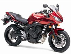Yamaha FZ6 / FZ6R Engine type: done Four Displacement: 600cc Carburetion: EFI Transmission speeds: 6 Final drive: chain Front brake: dual disc Rear brake: disc Wheelbase: 56.7 in. Seat height: 31.3/30.9 in. Fuel capacity: 5.1/4.6 gal.
