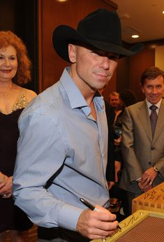 Kenny Chesney Photos - Kenny Chesney attends TJ Martell Honors Gala, Nashville at Hutton Hotel on March 2012 in Nashville, Tennessee. Country Music Artists, Country Music Stars, Country Singers, Kenney Chesney, No Shoes Nation, Love My Husband, Future Husband, Men Are Men, My Baby Daddy