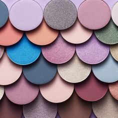 We have over 30 different MOODSTRUCK® pressed shadows which you can use to create more than a million combinations! . . . . #eyeshadow #younique #makeup #color