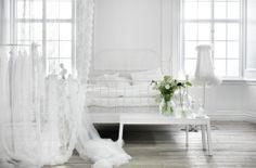 In deze witte slaapkamer kom je helemaal tot rust. #IKEA