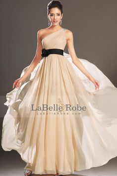 2015 une épaule Une ligne de longueur robe de bal en mousseline de soie avec des volants et perles étage