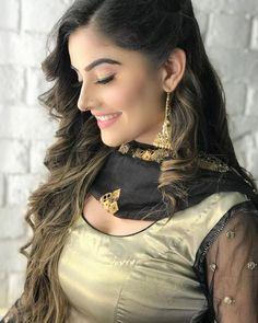 Beautiful Girl In India, Most Beautiful Indian Actress, Stylish Girls Photos, Stylish Girl Pic, Beauty Full Girl, Beauty Women, Women's Beauty, India Beauty, Green Hair Girl