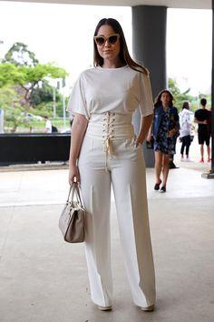 Calça social e blusa branca