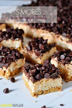 S'mores Rice Krispies Treats Recipe ~ A layer of Golden Grahams and a layer of Rice Krispes (both coated in marshmallow), topped with melty chocolate chips. A perfect fall treat!