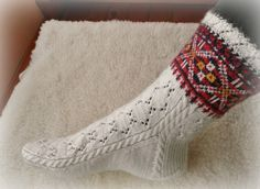 Ilga s socks pattern by nancy bush – Artofit Knitted Mittens Pattern, Lace Knitting Patterns, Crochet Socks, Knitted Slippers, Wool Socks, Knitting Socks, Hand Knitting, Knitted Hats, Stockings