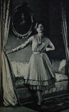 dress with tiered plissé skirt, Libelle 1951