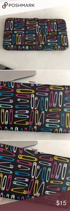 Paperclip Wallet Never used! Claire's Accessories
