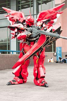 MSN-06S Sinanju - Gundam Unicorn cosplay