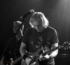 View photo collection of Joe Walsh using original gallery plugin on Veojam. 4 Photos, View Photos, History Of The Eagles, Glenn Frey, Rock N Roll Music, Photo Galleries, Entertainment, Gallery, Wedding