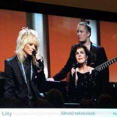 Awesome ❤ Michael Monroe & Paula Koivuniemi: Roosa nauha -ilta tv.#michaelmonroe #paulakoivuniemi #roosanauha #roosanauhailta #tv #mtv#syöpäsäätiö #famousblueraincoat