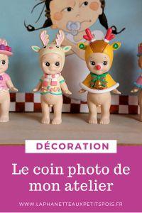 Dans cet article, je vous parle du coin photo de mon atelier C'est un coin qui ressemble à un chambre d'enfants et qui me sert à photographier mes poupées. Coin Photo, Decoration, Blog, Photos, Atelier, Bedrooms, Child Room, Watch, Children