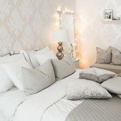 Instagram media by pellavaa_ja_pastellia - Blogissani nyt 5+1 ideaa miten sisustaa valosarjoilla! Käy kurkkaamassa niin pääset mukaan tunnelmalliselle kierrokselle meidän kotiin #saturday #bedroom #bedroomdecorations #myhome #uusiblogipostaus