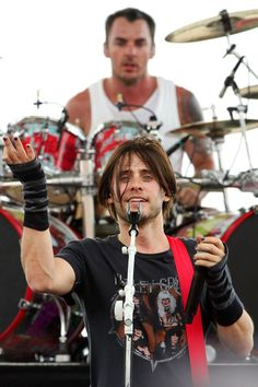 3 of my fave things. Jared, Shannon and a Motley Crüe tshirt. Shannon Leto, Jared Leto, Thirty Seconds To Mars, 30 Seconds, Anastasia, Life On Mars, Rockn Roll, Perfect Man, Cool Bands