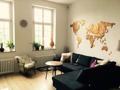 Superschne Wohnzimmerinspiration Mit Goldener Weltkarte Als Wanddekoration Wohnzimmer Einrichtung