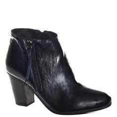 #Stivaletto #Khrio in pelle sfumata blu scuro http://www.tentazioneshop.it/scarpe-khrio/stivaletto-24535-blu-khrio.html