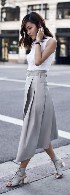 New Ideas Skirt Leather Outfit Casual Chic Fashion Mode, Look Fashion, Trendy Fashion, Fashion Outfits, Womens Fashion, Modest Fashion, Look 2015, Style Couture, Gray Skirt