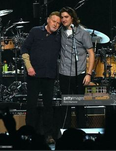 Don Henley and Deacon Frey (Glenn's son who joined the Eagles for a 2017 hour). Eagles Music, Eagles Lyrics, Eagles Band, Great Bands, Cool Bands, Eagles Tickets, Eagles Take It Easy, Glen Frey, History Of The Eagles